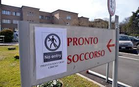 Cartello allingresso del Pronto Soccorso dell'Ospedale di Codogno che segnala la chiusura.